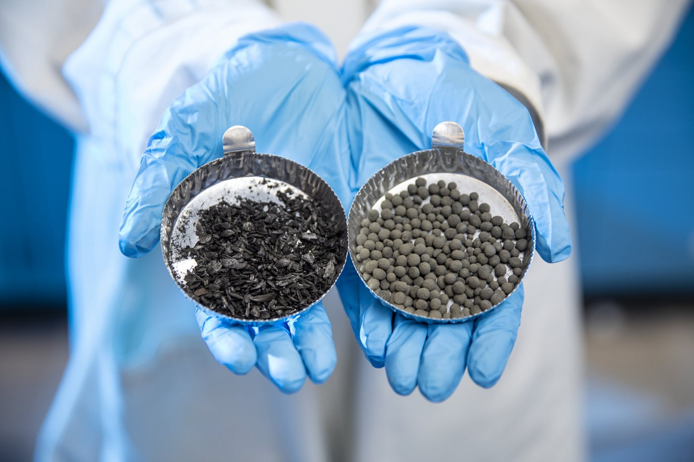 Transforming fly ash samples to pellets that absorb hydrogen sulphide.